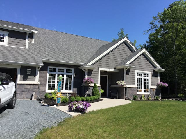 15 Minutes from Halifax Airport