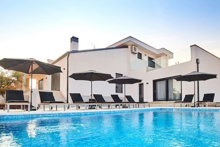 Villa Dolcea in Kastel