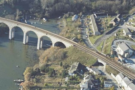 Cornish side of Tamar Bridge  - Saltash - Huis