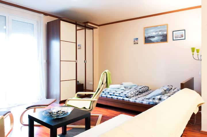 nice flat by equipped kitchen,wifi