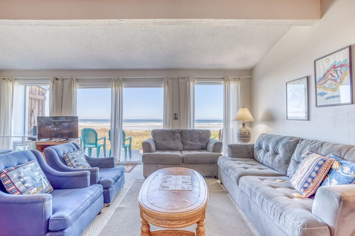 Oceanfront with Stone Fireplace, Deck and Private Access Just Steps to the Beach