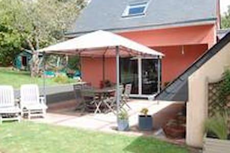 villa spacieuse quartier très calme - Saint-Martin-des-Champs
