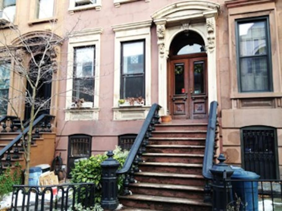 spacious back room in brownstone houses for rent in brooklyn new york united states. Black Bedroom Furniture Sets. Home Design Ideas