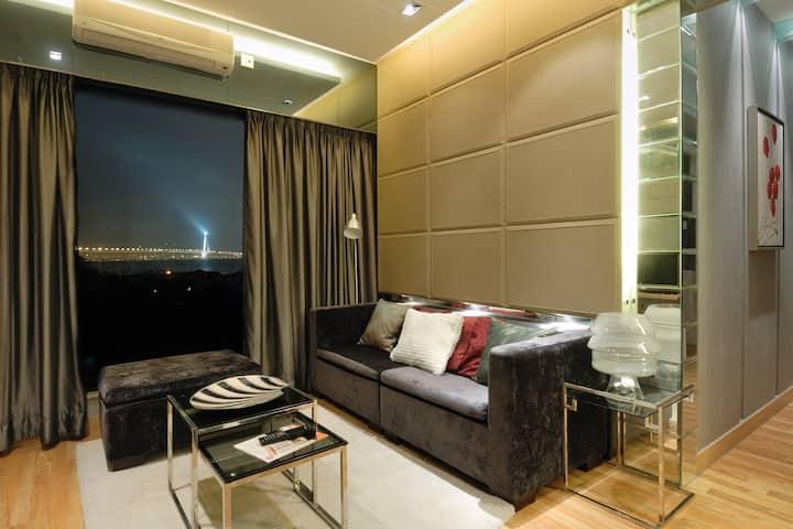 Beautiful 3 bedroom designer Apt