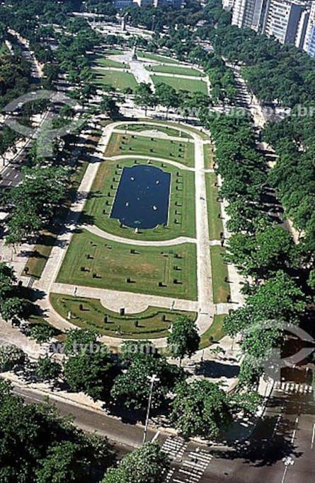 Vista aérea da Praça Paris, em frente ao apartamento