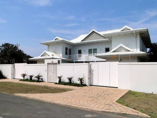 BEACH HOUSE, Luxury house