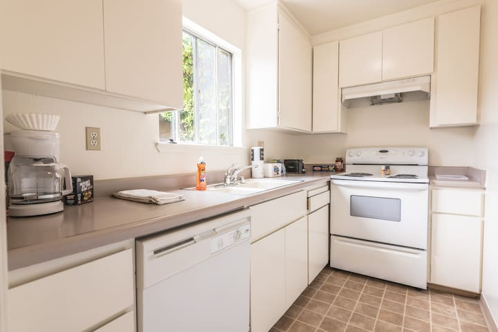Attractive Apartment in the Heart of Mountain View