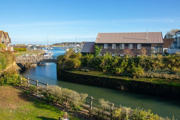 Bembridge Harbour Holiday Home