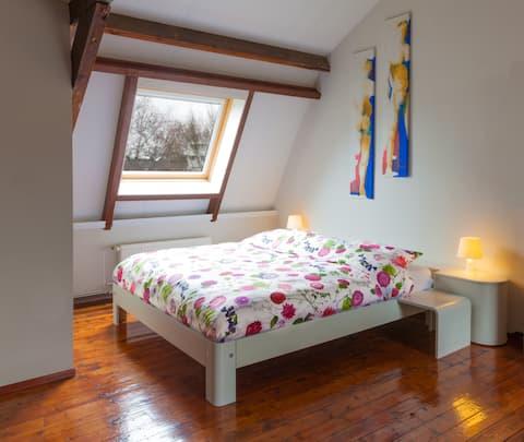 eigen etage  in stijlvol woonhuis Incl. ontbijt.