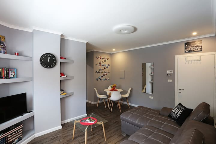 New York Style Apartment 3 minutes to the Beach