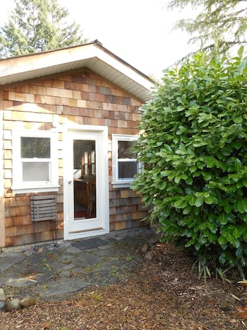 Charming and rustic cottage - Comox - Cabin