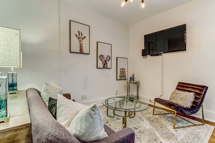 Flat screen with cable and fast Wifi throughout the home!
