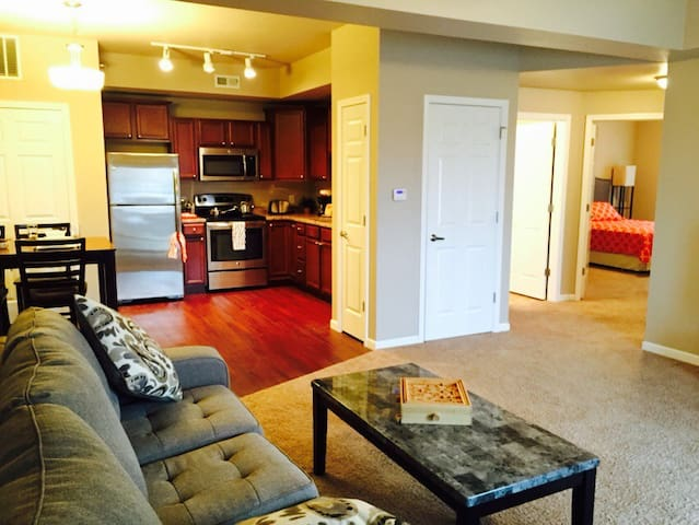 Spacious Waterloo Condo 2Bed/2Bath