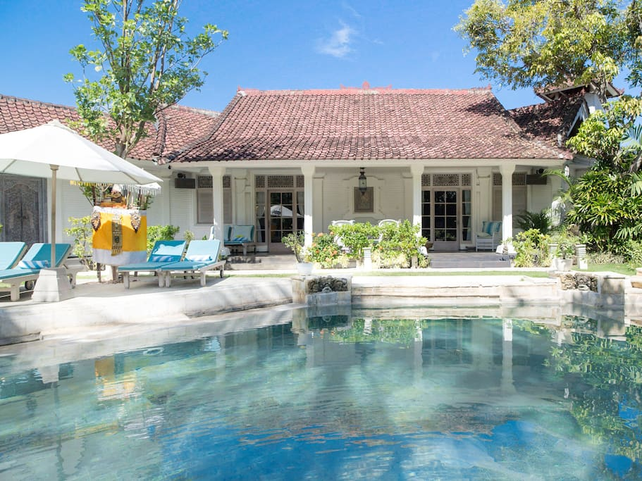 Three suites run the length of the veranda, overlooking the gorgeous pool.