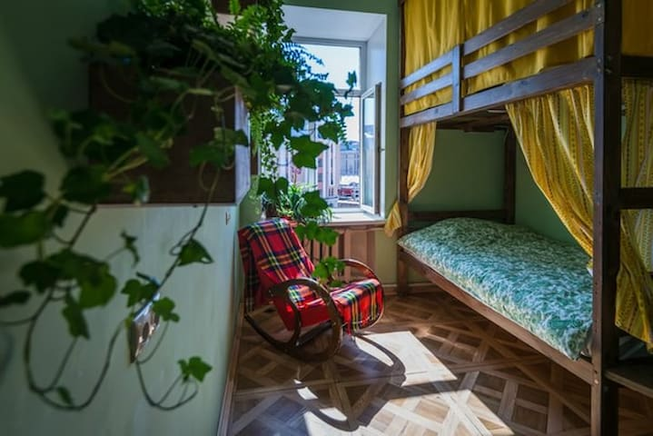 Chillout hostel 4-bed Green Room