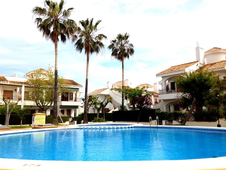 Lovely 2-bedroom villa with pool in private resort