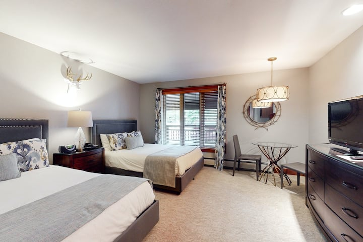 Ski-in/out, hotel-style studio w/ high-speed WiFi & shared hot tubs, pool, W/D!