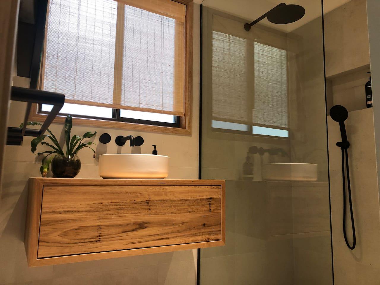 Luxurious brand new bathroom