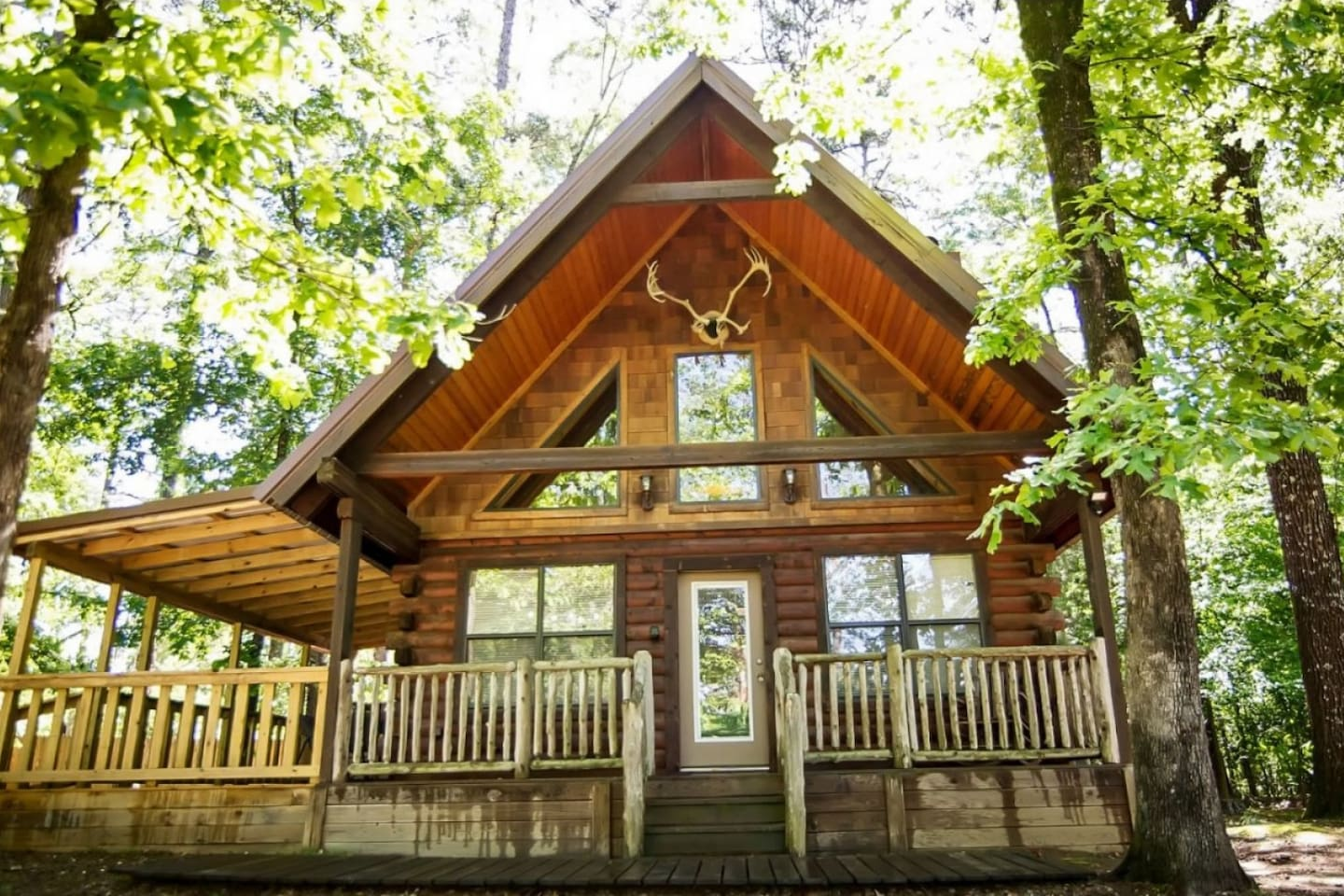 Colorado Cabin has a Hot Tub on a covered deck, Foosball Table, BBQ Grill, Satellite TV, DVD Player, Free Wi-Fi, and a Nice Wood-Burning Fireplace.
