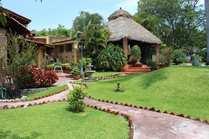 Acogedora habitacion: Alberca-Jacuzzi y Desayunos - Xochitepec - Bed & Breakfast