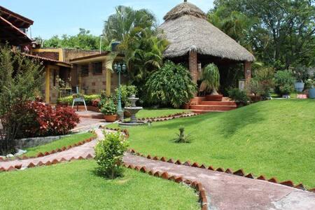 Acogedora habitacion: Alberca-Jacuzzi y Desayunos - Xochitepec