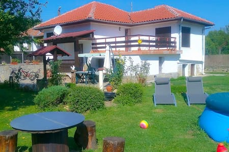Three bedroom house with garden - Villa