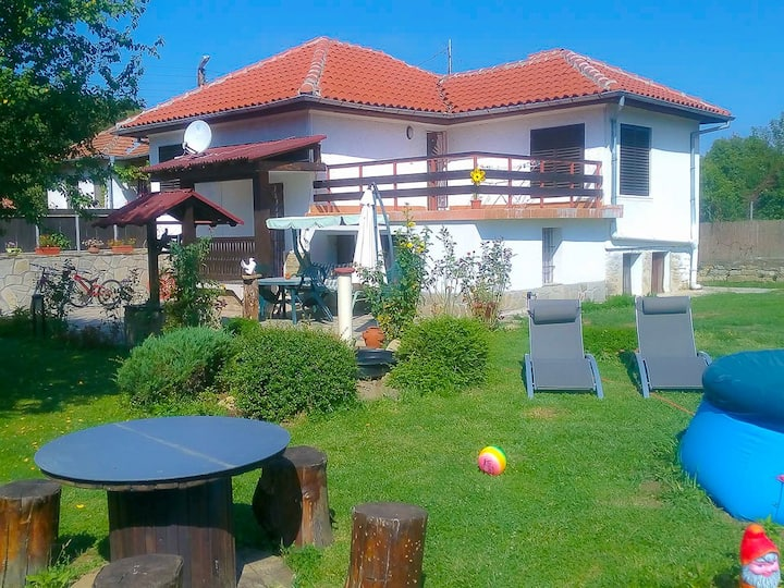 Three bedroom family villa with a garden