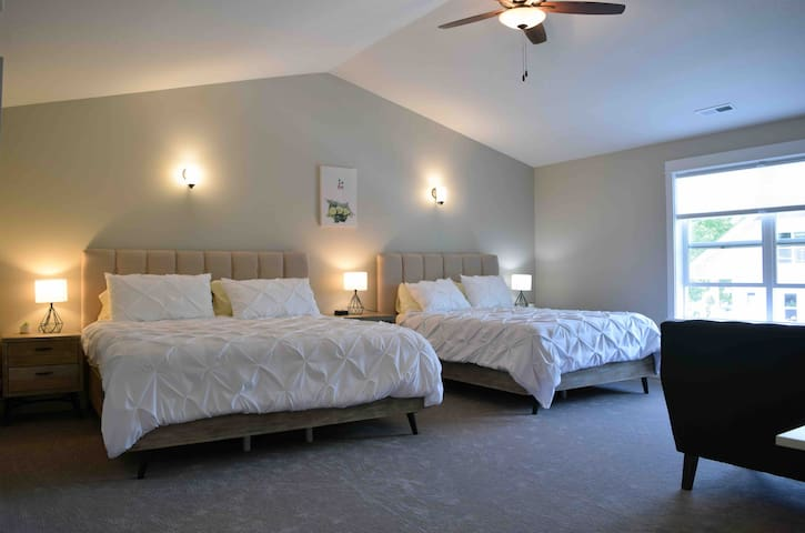 Luxurious Suite w/ King & Queen Beds & Master Bath