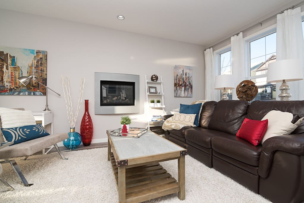 Professionally decorated yet family friendly. Put your feet up on this super comfy lazy boy sofa (all 3 sections recline)