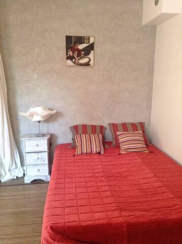Grande et jolie chambre privée