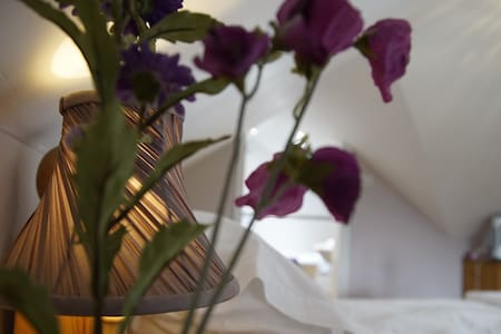 Ensuite Romantic Luxury in Charming Home. - Romsey - Bed & Breakfast