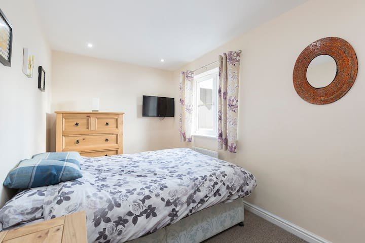 Double Room in Cheltenham - Cheltenham - Casa