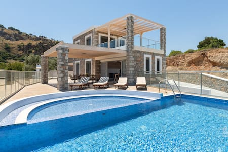 Stone built Villa for 8 people with private pool