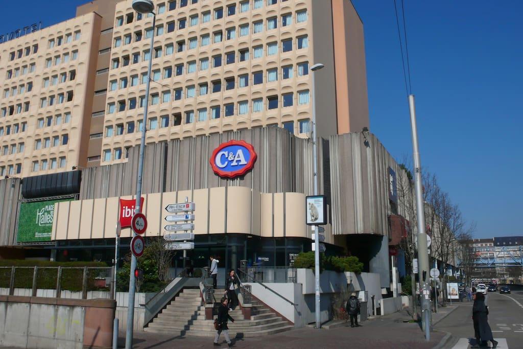 le Centre des Halles magasins supermarché et restauration le RDv des acheteurs