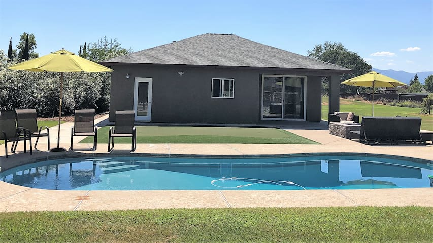 * Entire Modern Guest House* Close to Bethel