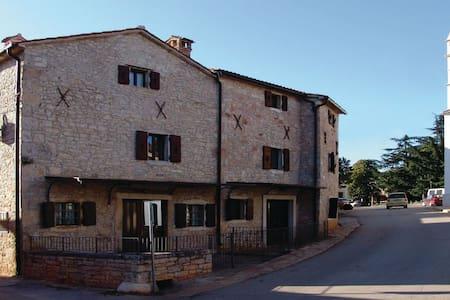 7 Bedrooms Home in Kastelir - Kastelir