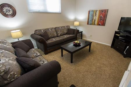 Fully Furnished 1 Bedroom Suite (3) - Moose Jaw - House