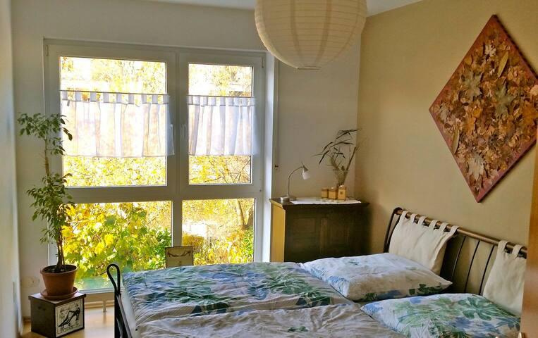 helles Zimmer mit herrlichem Ausblick