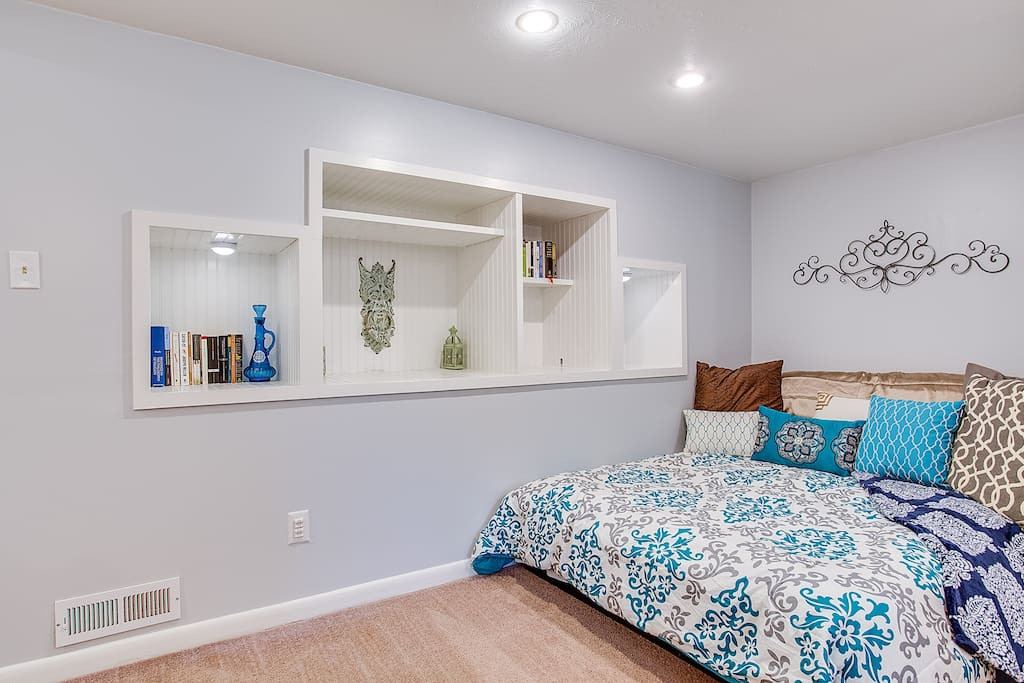 Bedroom area, Platform Bed