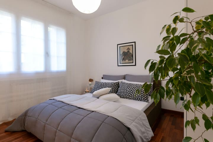 a bright and spacious  bedroom