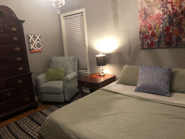 Nana's Place - Queen Size Bed