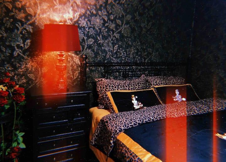 【Jx】/民宿/复古美式大床房/市中心小寨钟楼大雁塔旁绝佳位置/单间出租/最多可住三人