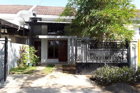 Comfy house near airport and Grand Mall Maros