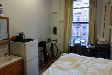 Private Apt on Famous St Marks Place in East Vill - New York - Apartment