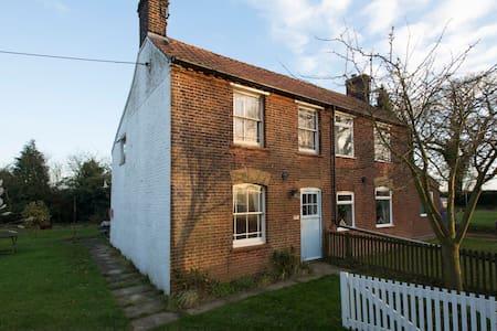 Holt area - 1860 gorgeous cottage - House