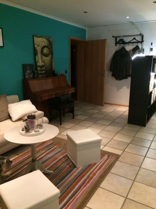 sch nes zimmer mit bad balkon wohnungen zur miete in dormagen deutschland deutschland. Black Bedroom Furniture Sets. Home Design Ideas