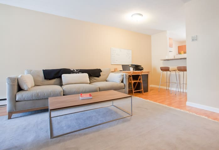 Unit In West Hartford Center - West Hartford - Apartment