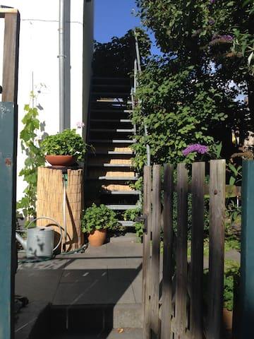 Kleine separate Gartenwohnung/ Home Office