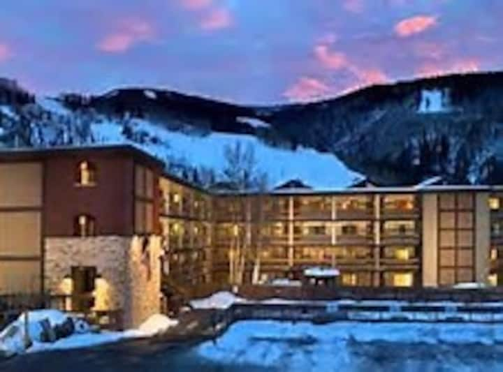 Feb 6-20, Penthouse 1BR/1Ba Walk to slopes/village