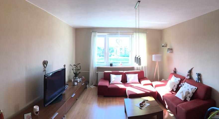 Sunny family apartment close to Airport